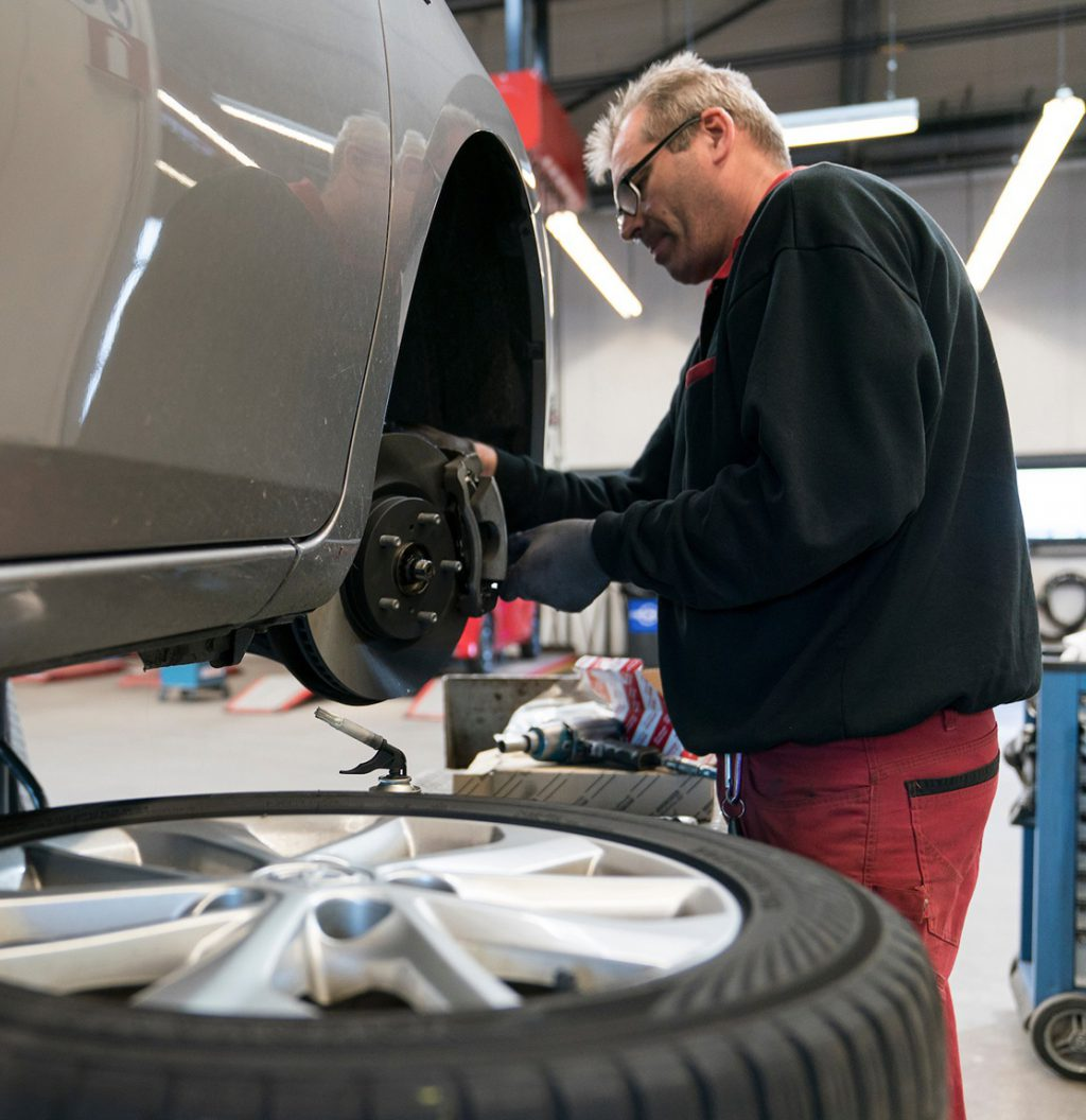 onderhoud en reparatie aan een auto